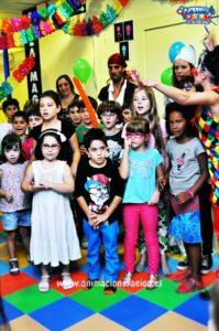 Juego para entretener niños mayores en fiestas infantiles